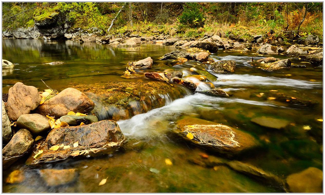 """фото """"Река Тюлюк"""" метки: пейзаж, путешествия, природа, Ларкин, Тюлюк, вода, камень, осень, река, сентябрь, ущелье"""