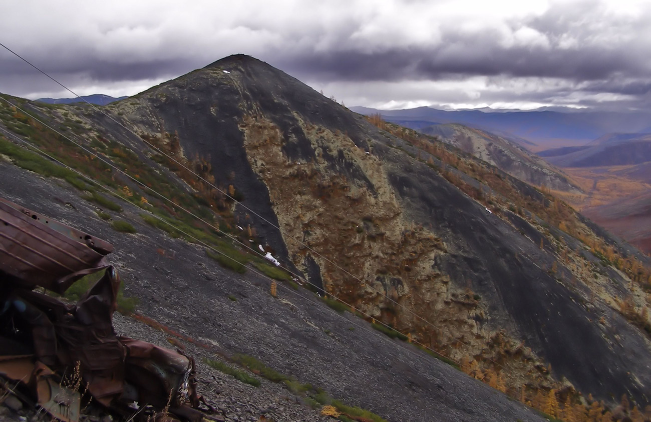 "фото ""Вершина перевала Лачколах"" метки: пейзаж, горы, дорога, облака, осень"