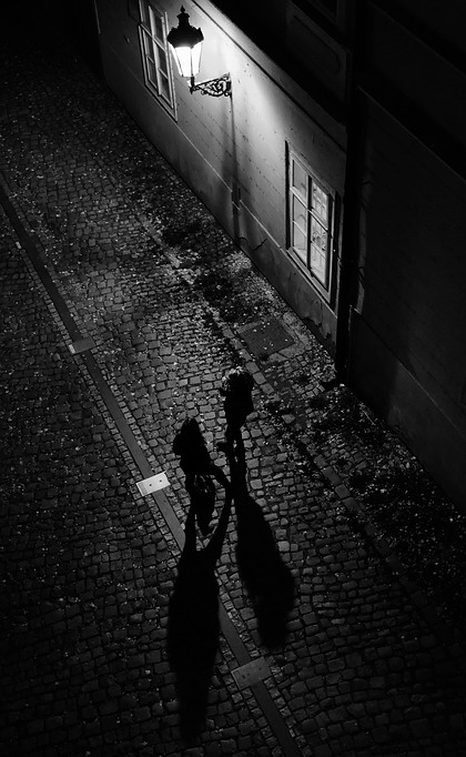 "фото ""Ночная фонарь a фигуры"" метки: черно-белые, Прага"
