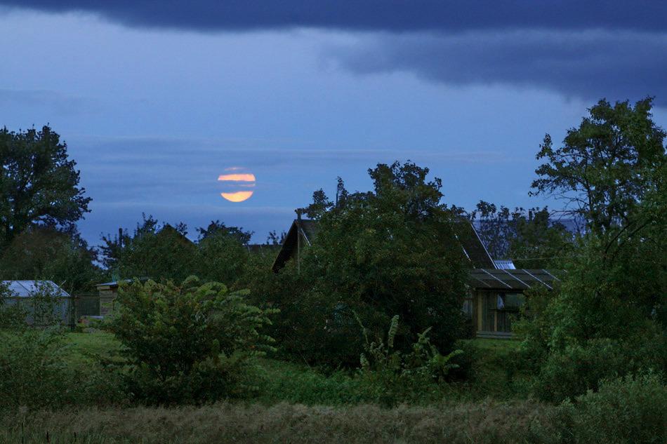 "фото ""Лунный вечер в деревне"" метки: , Луна, село"