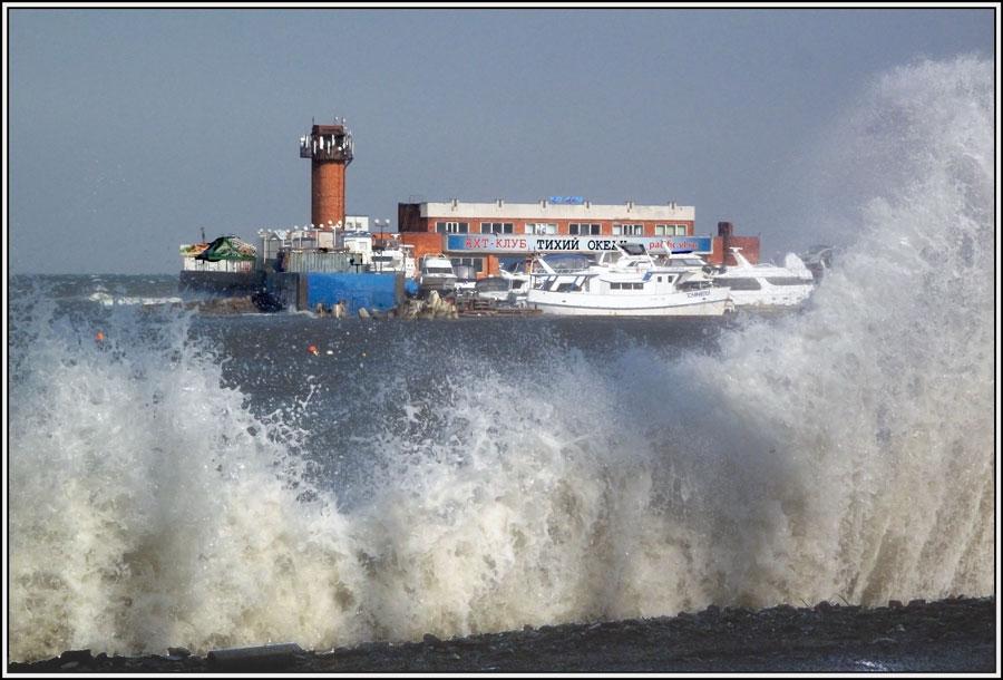 """фото """"Не всегда тихий"""" метки: пейзаж, катера, море, осень"""