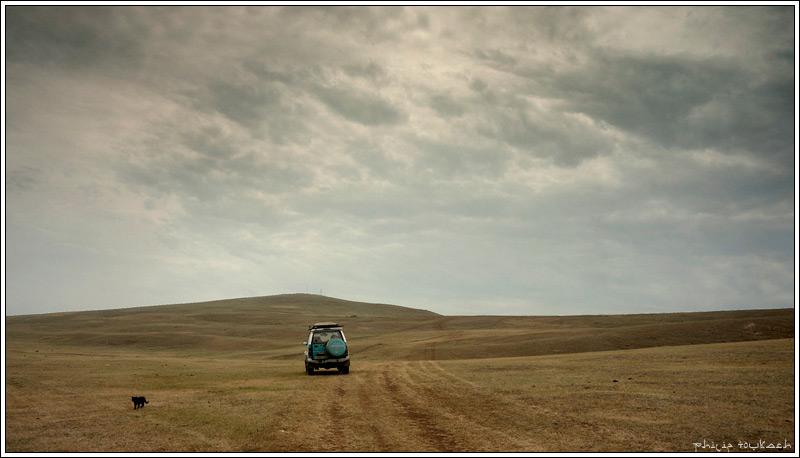 "фото ""Дорога через пустыню"" метки: путешествия, пейзаж, бурятия, джип, дорога, кот, машина, пустыня, улан-удэ"