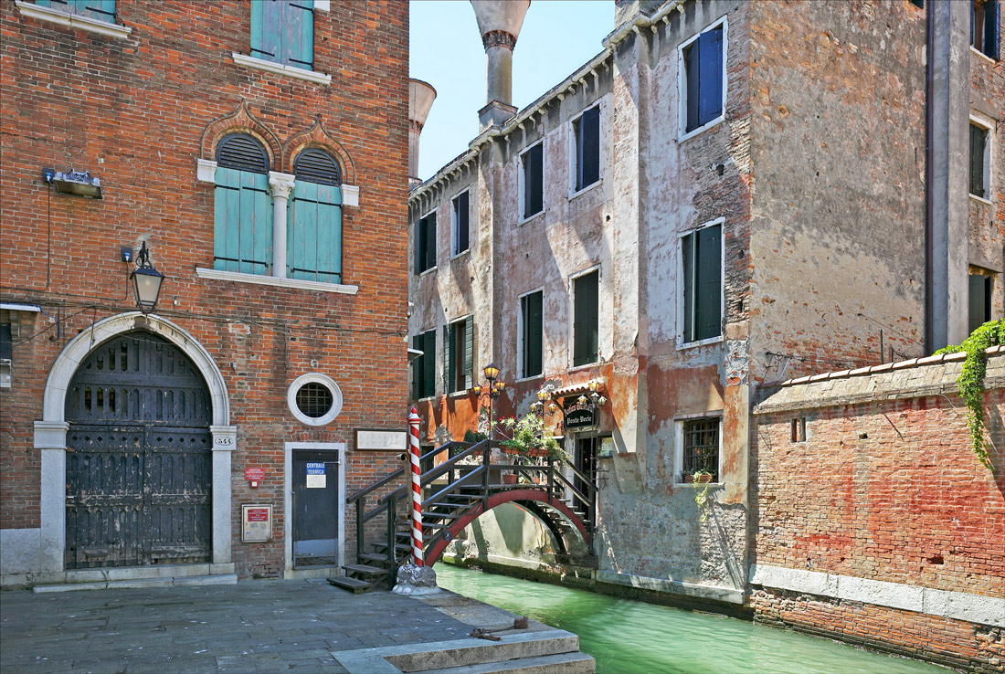 "photo ""Small bridge in the dead-end"" tags: city, Europe, Italy, Venice, bridge"