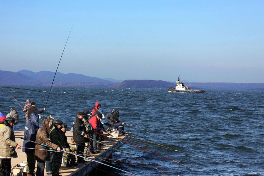 "фото ""***"" метки: жанр, стрит-фото, катера, море рыбаки, осень"