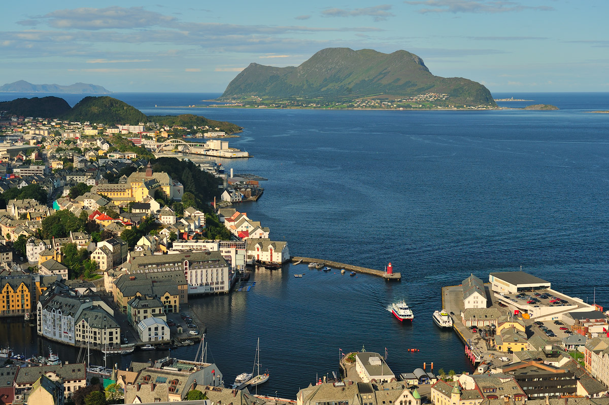 "photo ""***"" tags: landscape, city, nature, Europe, Norway, coast, sea, water, Алесунд"