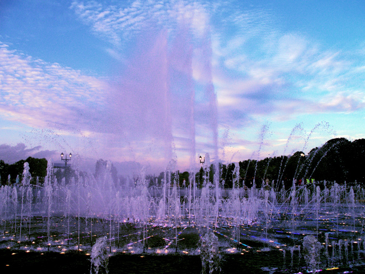 "photo ""fountain2"" tags: misc.,"