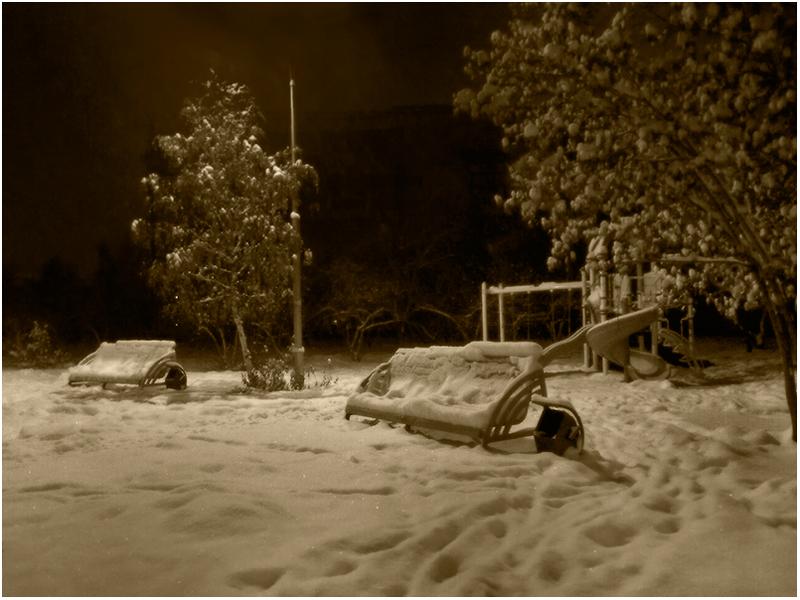 """фото """"Первый снег..."""" метки: стрит-фото, жанр, пейзаж, зима, мобилография, монохром, осень, парк, снег"""