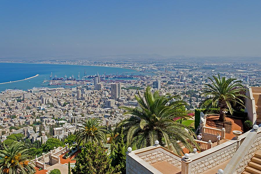 """фото """"Вид на Хайфу и порт"""" метки: пейзаж, путешествия, Бахайские сады, Израиль, Средиземное море, Хайфа, порт, сентябрь"""