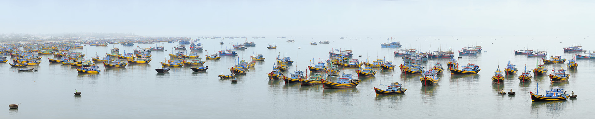 "photo ""***"" tags: panoramic, landscape, travel, Asia, people, sea, summer, tourist, water"