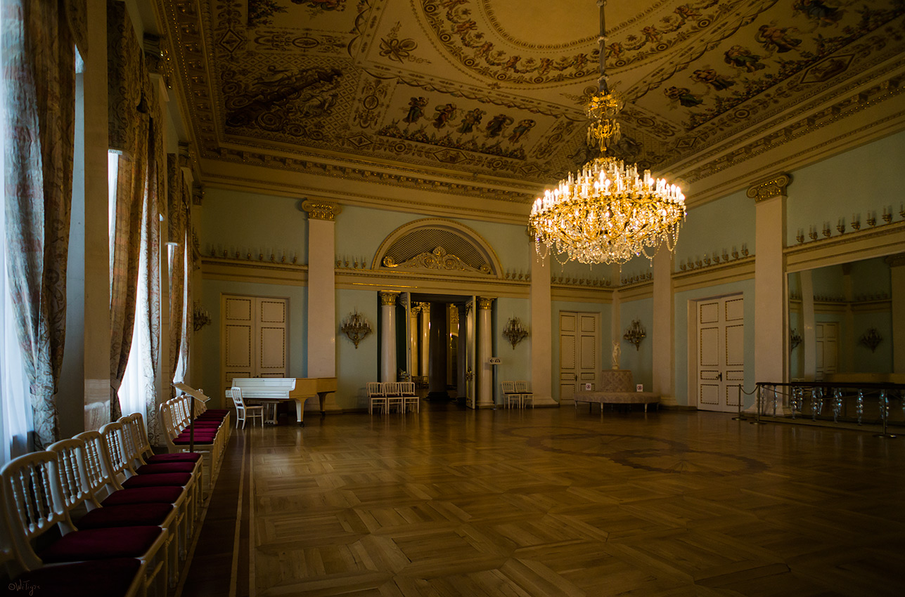 "photo ""ballroom"" tags: interior,"
