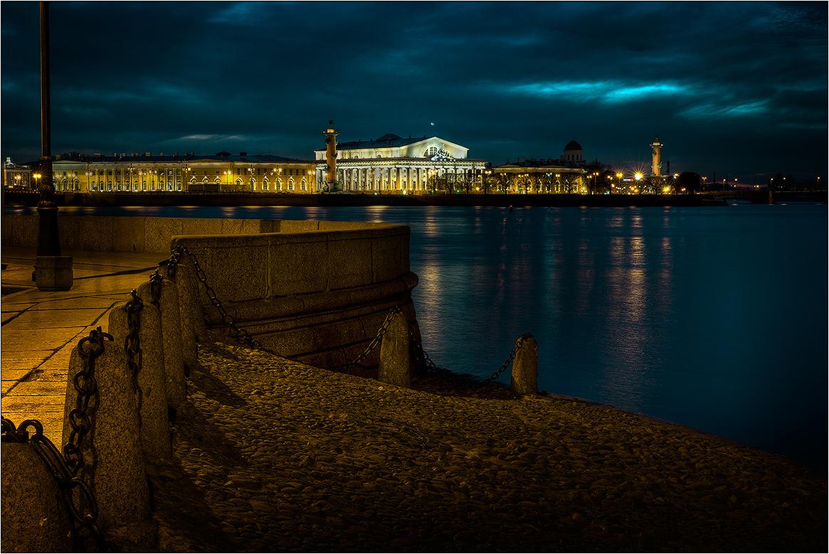"фото ""Стрелка. Вечер."" метки: архитектура, город,"