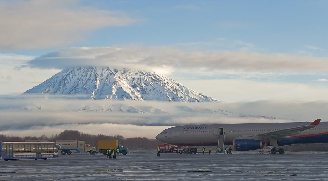 """фото """"На краю земли"""" метки: пейзаж, Камчатка, вулкан, осень, туман, утро"""