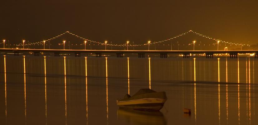 "фото ""Tagus Estuary"" метки: пейзаж, архитектура, панорама, Tagus, Tejo, estuary, Европа, Португалия, вода, лодка, ночь, река"