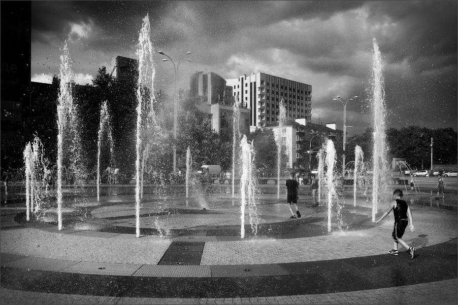 "photo ""Fountain"" tags: street,"