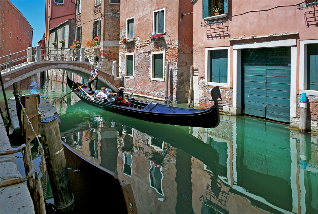 "photo ""Flying gondola"" tags: city, travel, Europe, Venice, water, каналы"