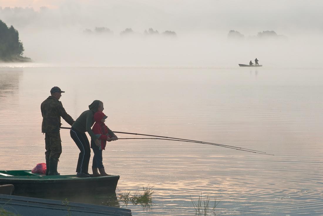 "фото ""Клюёт!"" метки: жанр, рассвет, река, рыбаки, туман"