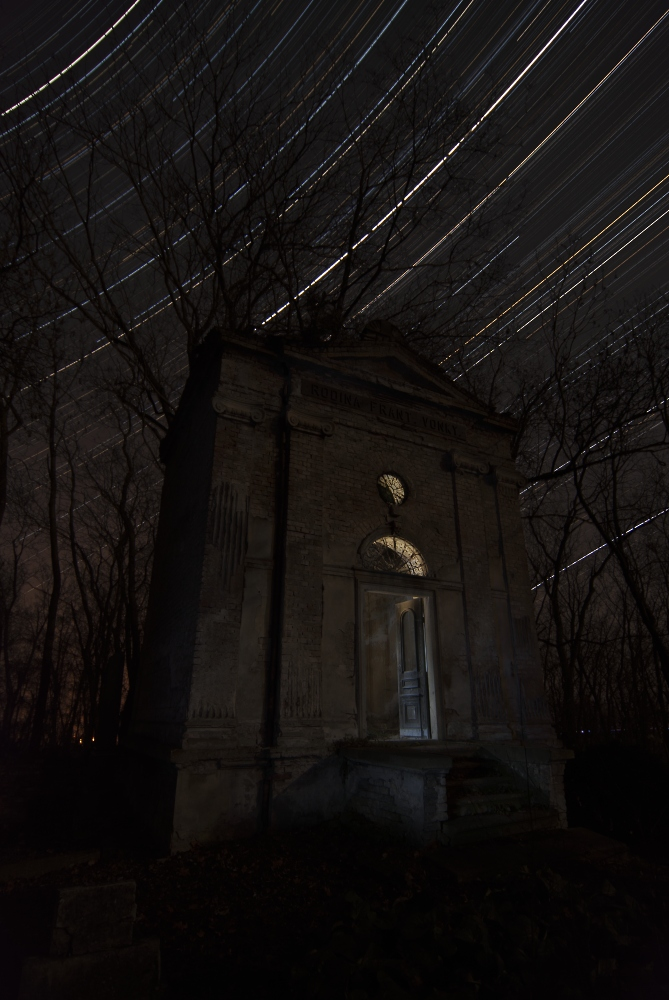 "photo ""Mysterious tomb"" tags: architecture, landscape, Star Trails, astrophotography, autumn, midnight, night, stars"