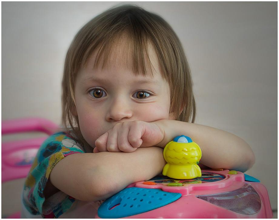 """фото """"Задумалась"""" метки: портрет, настроение, ребенок"""