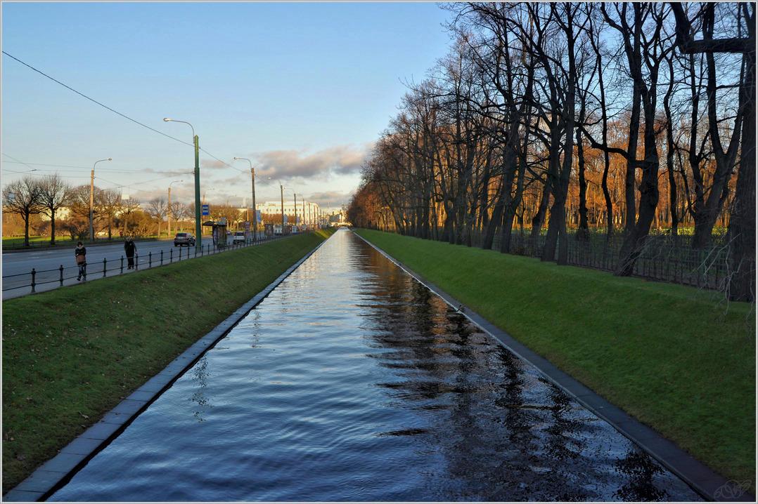 """фото """"Зеркальная дорожка"""" метки: город, пейзаж, С-Пб, вода, осень"""
