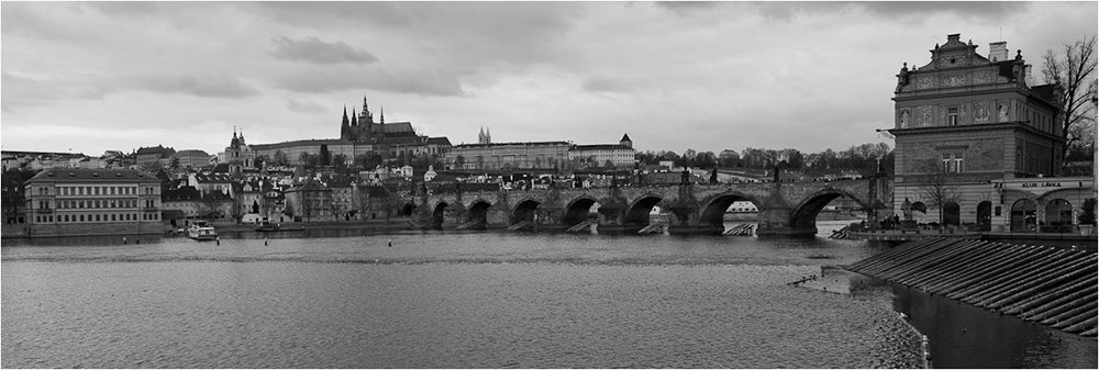 "photo ""untitled"" tags: architecture, black&white, travel, Europe"