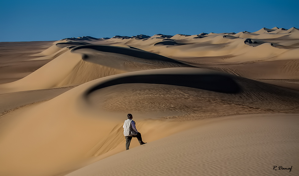 """фото """"Dunes and photographer"""" метки: путешествия, пейзаж, пустыня"""