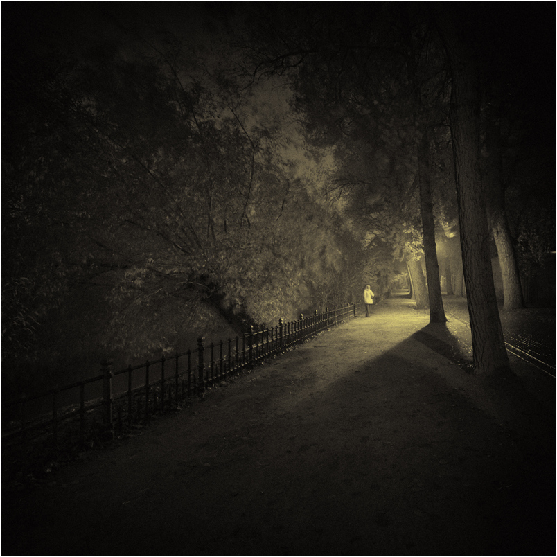 """photo """"***"""" tags: old-time, city, black&white, night"""