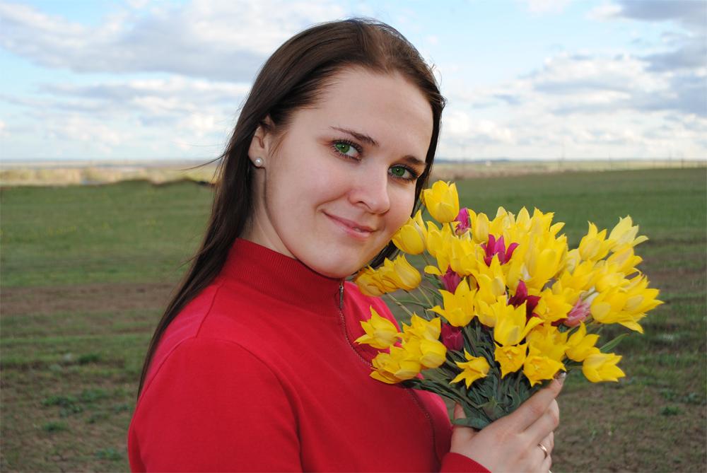 """фото """"Первые цветы"""" метки: портрет, женщина, отдых, цветы"""