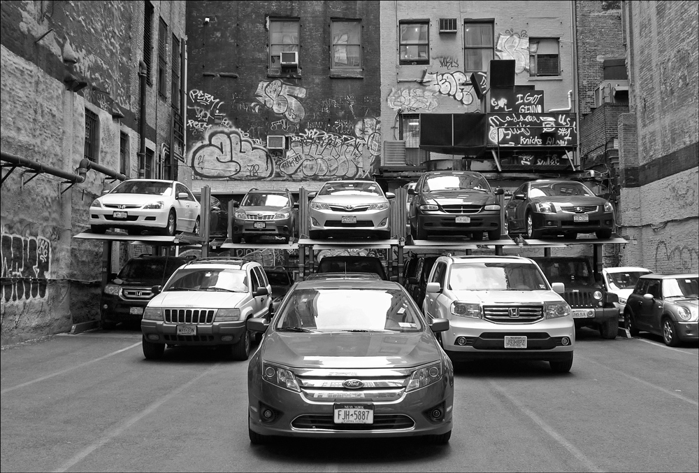 "photo ""Battle formation"" tags: black&white, technics, city,"