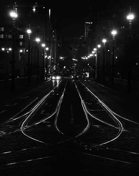 "photo ""Ночные фонари a tрамвайные пути"" tags: black&white, Prague"