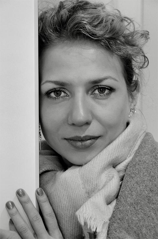 """фото """"Марина. Директор выставочной галереи. Брянск. 2010г."""" метки: портрет,"""