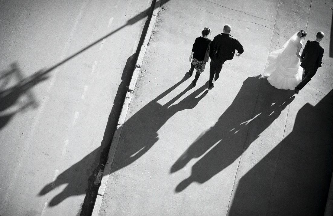 "фото ""***"" метки: жанр, город, люди, чёрно-белое"