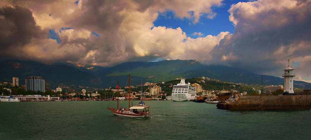 "photo ""***"" tags: travel, landscape, misc., Crimea, clouds, sea, sky, summer, Ялта, отдых, путешествие"
