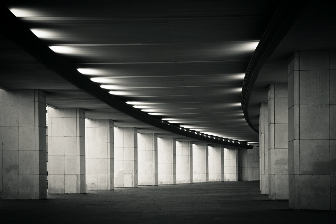 "photo ""***"" tags: architecture, black&white, fragment, Moscow, поклонная гора, ритм, чёрно-белое"