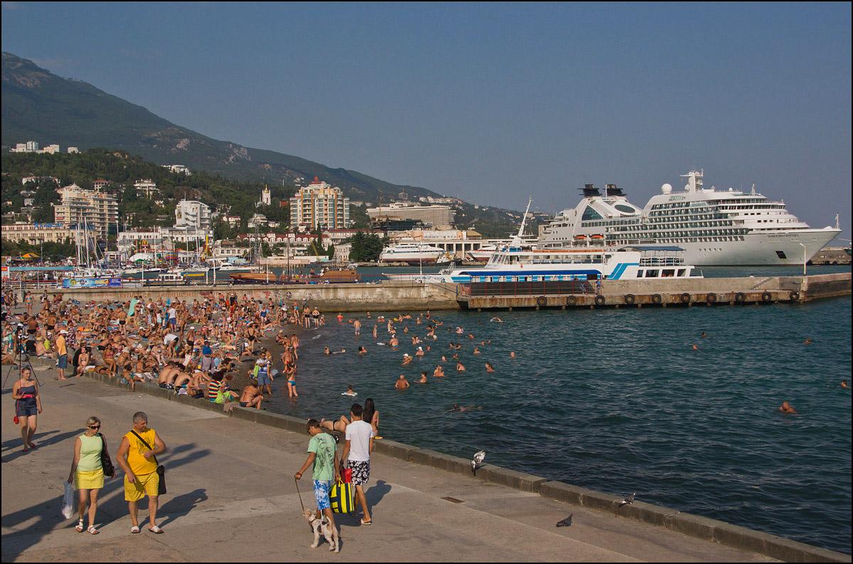 """фото """"Ласкаво просимо !"""" метки: стрит-фото, путешествия, Крым, Ялта, вода, лето, море"""
