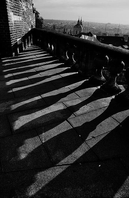 """photo """"Tени"""" tags: black&white, Prag, Prague, Praha"""