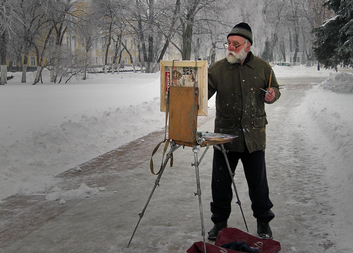 """фото """"Дед Мороз-живописец"""" метки: жанр, стрит-фото, живописец, зима, кисти, мольберт"""