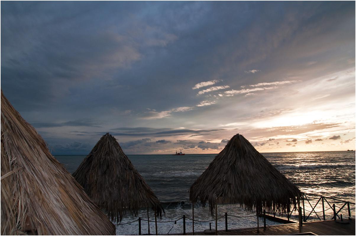 """фото """"Уж солнце низко опустилось"""" метки: пейзаж, путешествия, вода, закат, корабль, лето, море, облака"""