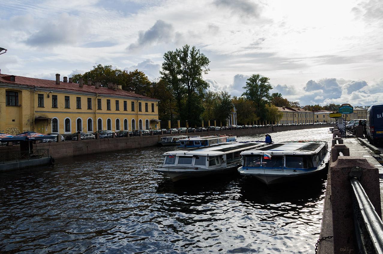 """фото """"В полдень на Мойке"""" метки: архитектура, пейзаж, город, вода, облака, осень, река"""