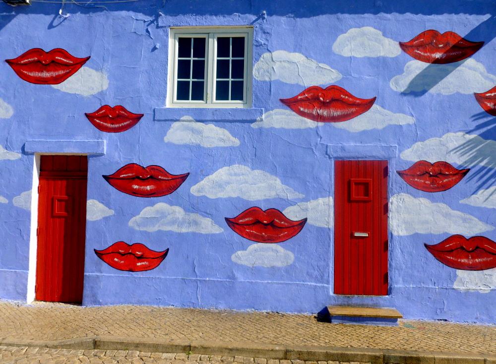 "фото """"Kisses to all of you..."""" метки: архитектура, стрит-фото, юмор,"