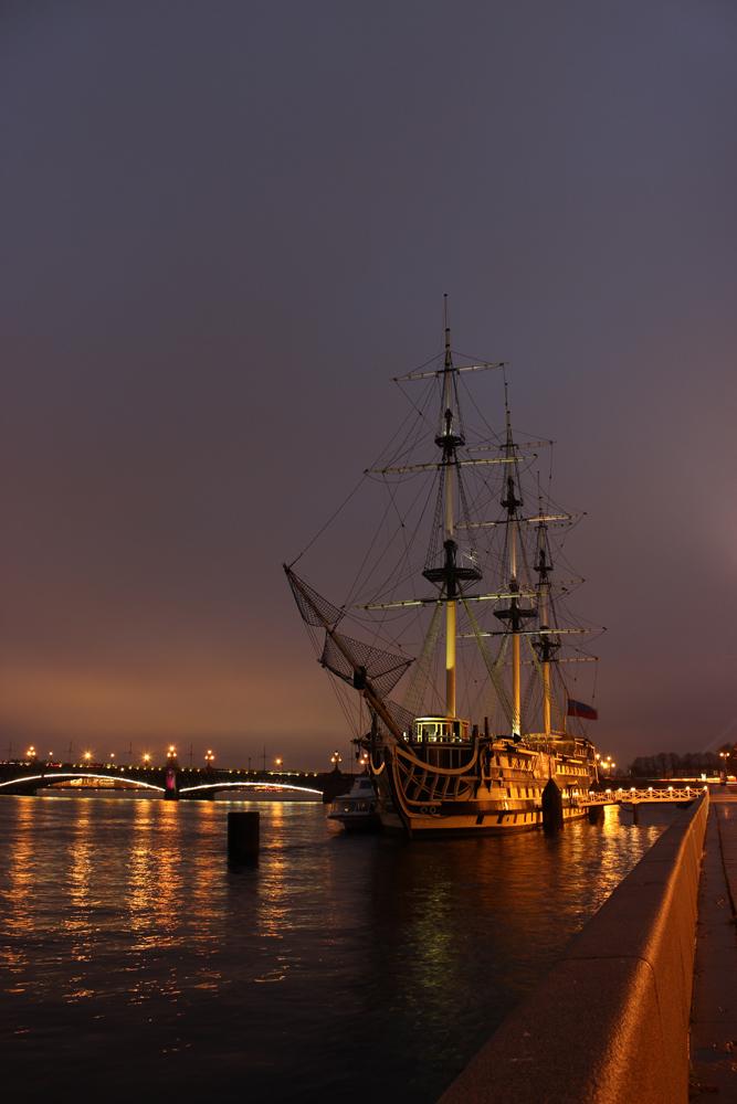 """фото """"Ресторанчик"""" метки: пейзаж, город, Saint-Petersburg, evening, ship, Санкт-Петербург, вечер, корабль, отражения"""