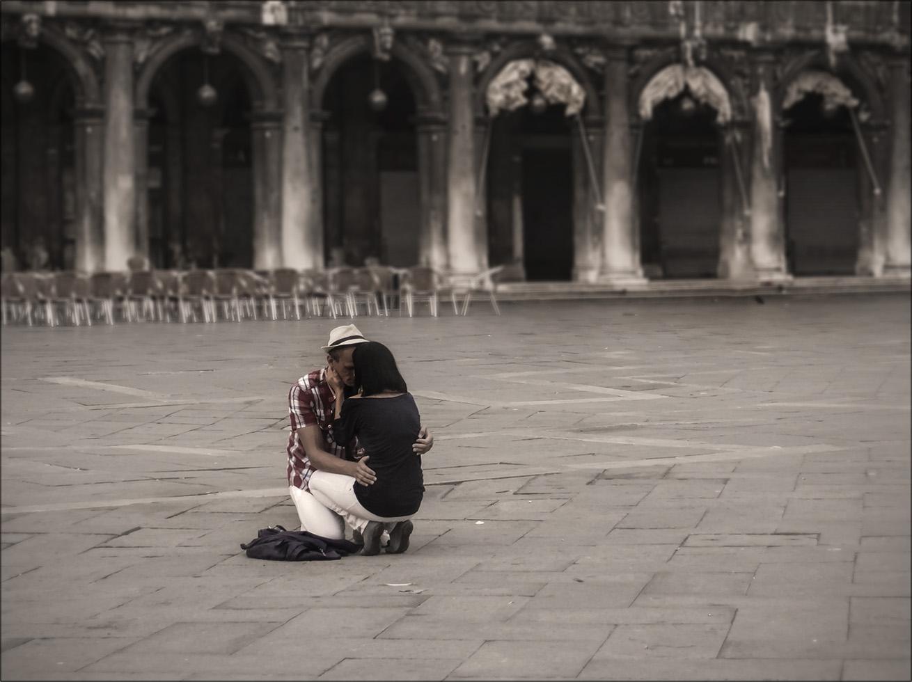 """фото """"Они любят друг друга..."""" метки: стрит-фото, foto liubos, venecia, Венеция, Италия, влюблённые, площадь сан марко"""