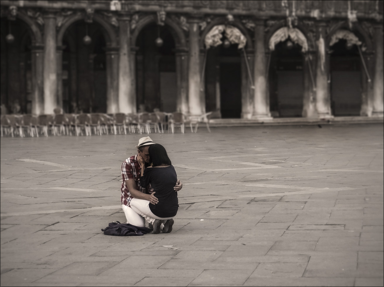 "photo ""They love each other..."" tags: street, Italy, Venice, foto liubos, venecia, влюблённые, площадь сан марко"