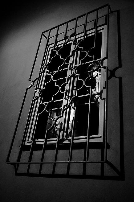 """фото """"Hочной oкно a pешетка"""" метки: черно-белые, Prag, Praha, Прага"""