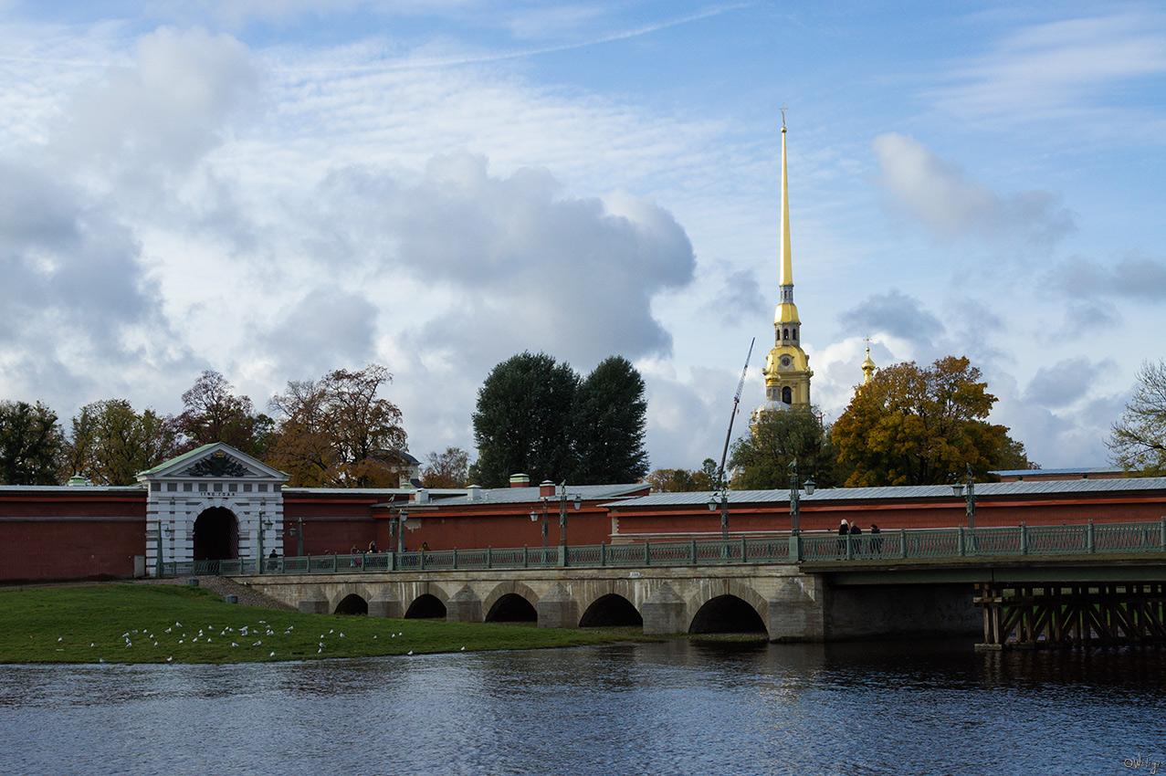 "фото ""***"" метки: пейзаж, архитектура, город, вода, здание, облака, осень, река, храм"