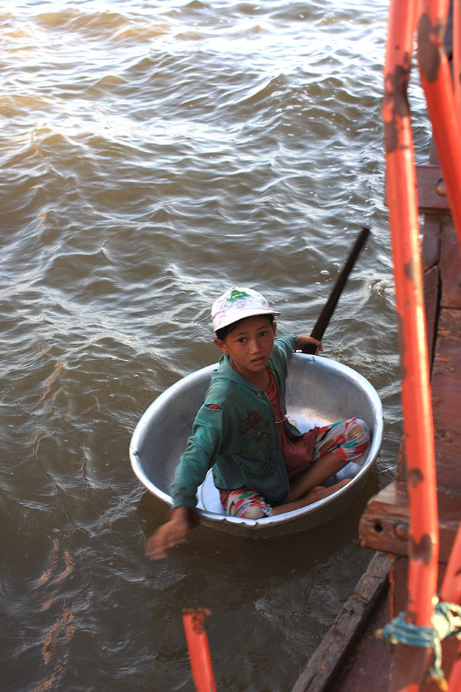 "photo ""Cambodian child"" tags: travel, portrait, reporting,"