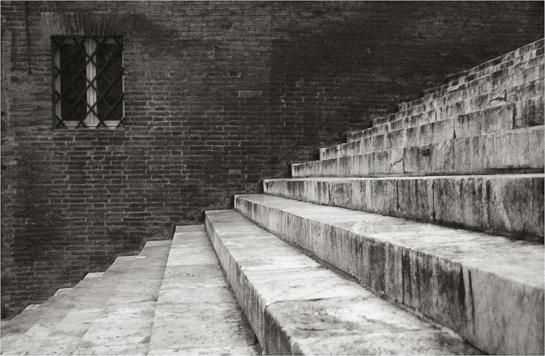 "photo ""The stairs"" tags: architecture, city, black&white,"