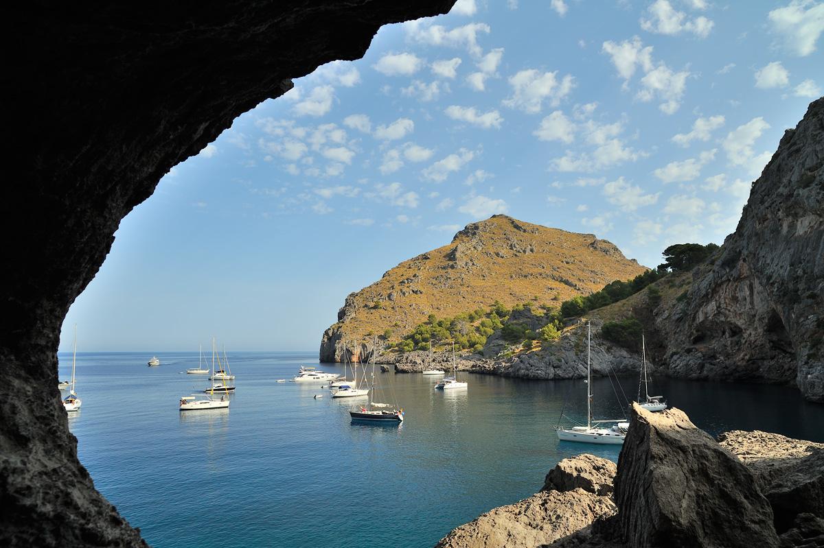 "фото ""*"" метки: пейзаж, путешествия, Европа, Испания, Майорка, берег, бухта, вода, горы, лето, море, облака, свет, скалы, солнце, яхта"