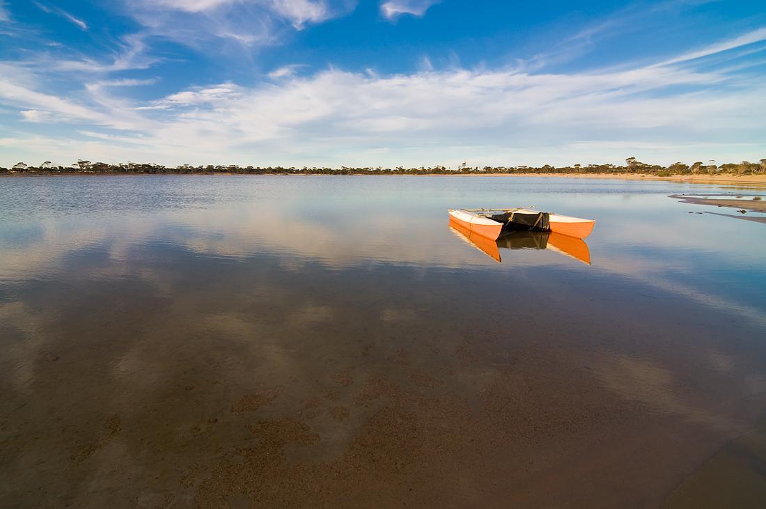 """фото """"Evening at the lake_3"""" метки: пейзаж, evening, вода, лодка, небо, облака, озеро"""