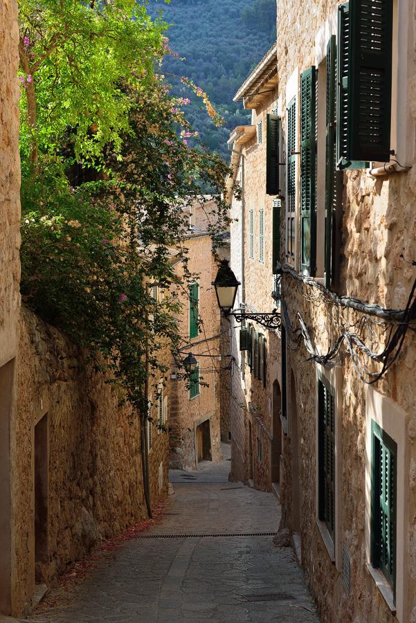 "фото ""Morning in the Spanish countryside"" метки: город, путешествия, пейзаж, Европа, Испания, Майорка, лето, стена, цвет"