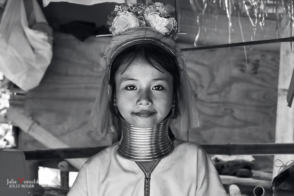 "photo ""***"" tags: travel, portrait, black&white, girl, Карены, Тайланд, кольца, красота"